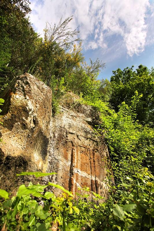norchia-tomba-etrusca-a-dado