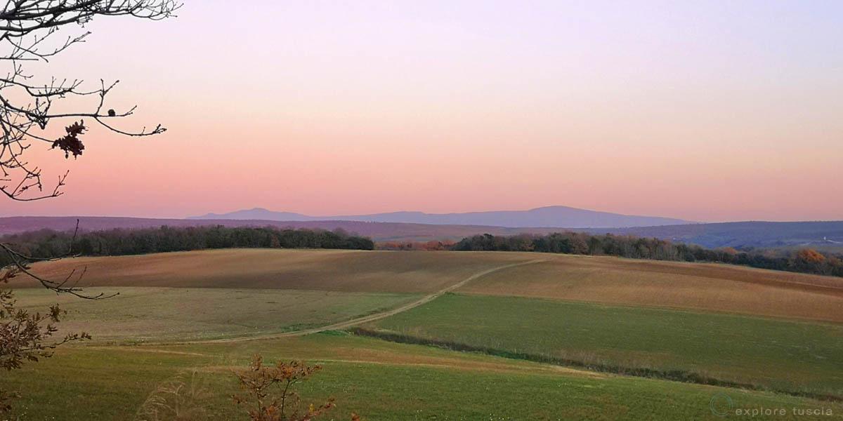Montebello-Tuscania-rinnovabili-consumo-di-suolo-industria