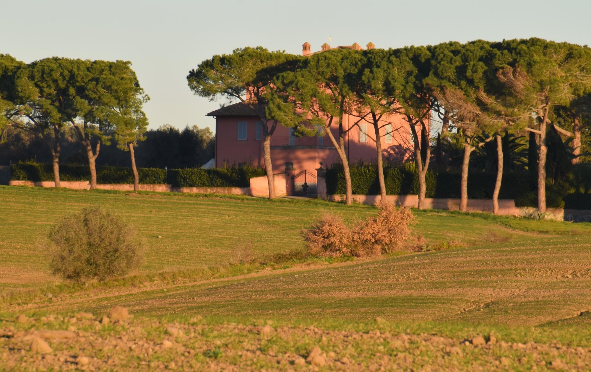 Tuscania-Loc. Pian di Vico, Casale di Pian di Vico ravvicinato rid - Copia